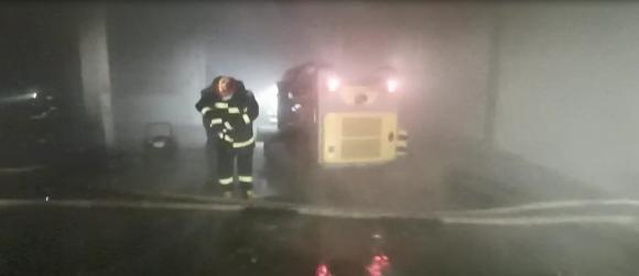 消防机器人参与济南一停用冷库火灾灭火救援